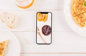 kitchen-desktop-with-pie-smartphone