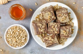 delicious-marble-halva-with-sunflower-seeds-cocoa-powder-honey-top-view